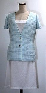 白のコットンキャミソールワンピース ブルーグレーツイードの半袖ジャケット